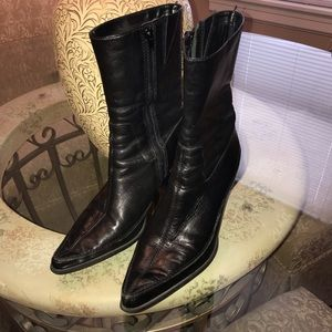 DIBA Black Booties Leather Good Condition Stylish!